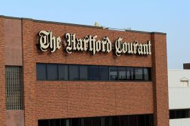 800px-The_Hartford_Courant_building,_seen_from_the_highway